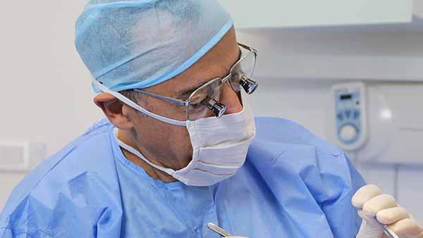 docteur marc chouraki chirurgien dentiste paris 8 implantologie parodontologie exerese de kyste
